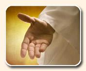 main ouverte tendue vers l'avant, les cinq doigts de la main visibles, paume tournée vers le haut, habit de dessus, tenue ample et légère, robe blanche de la droiture de Christ, sur fond lumineux jaune.