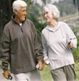 rajeunir - couple de senior heureux faisant de l'exercice ensemble